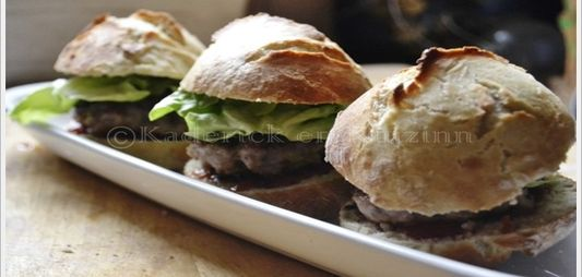 Mini pork and apple hamburgers a la plancha